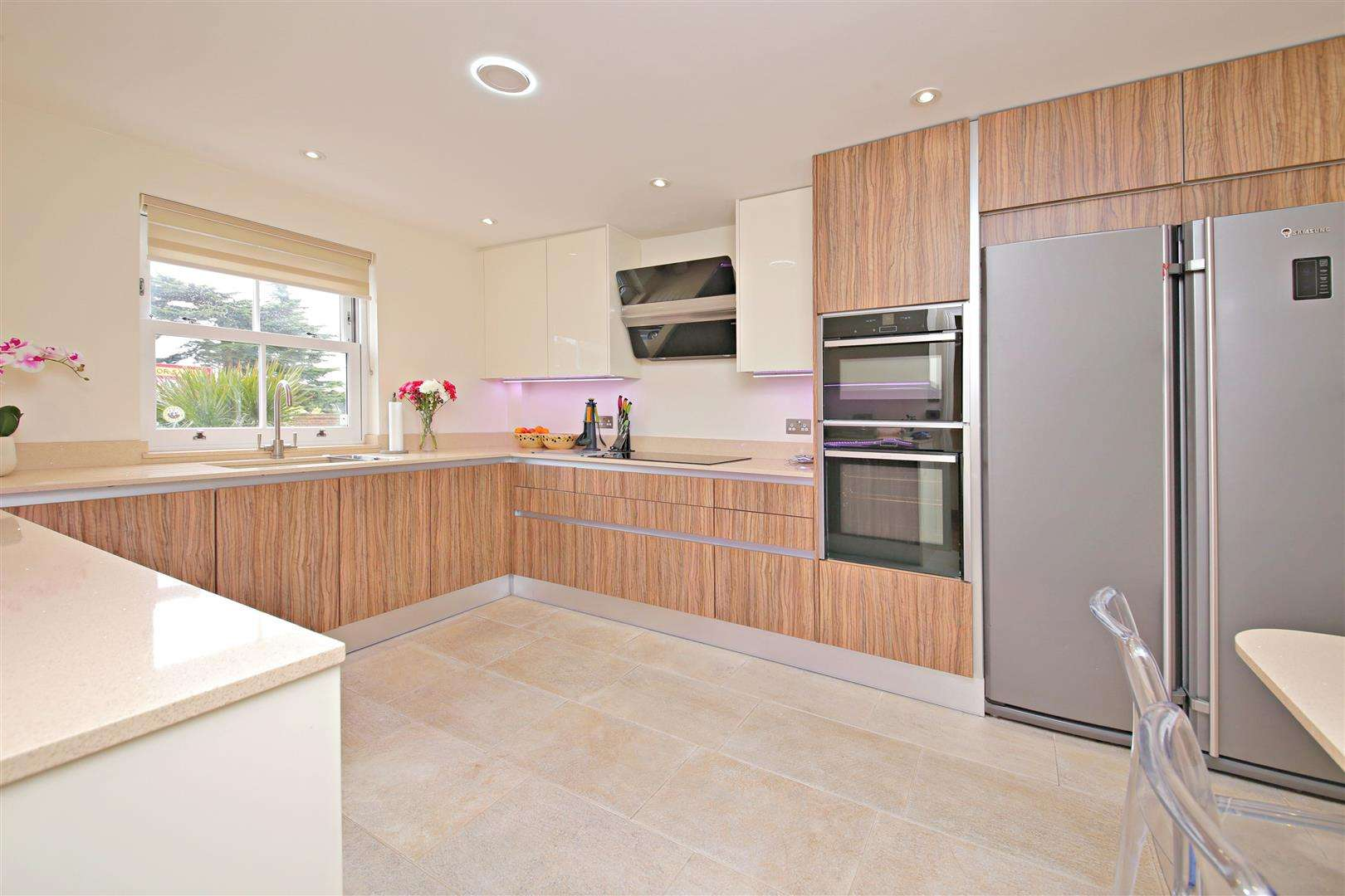 4 bed to rent in Shenley - Property Image 1
