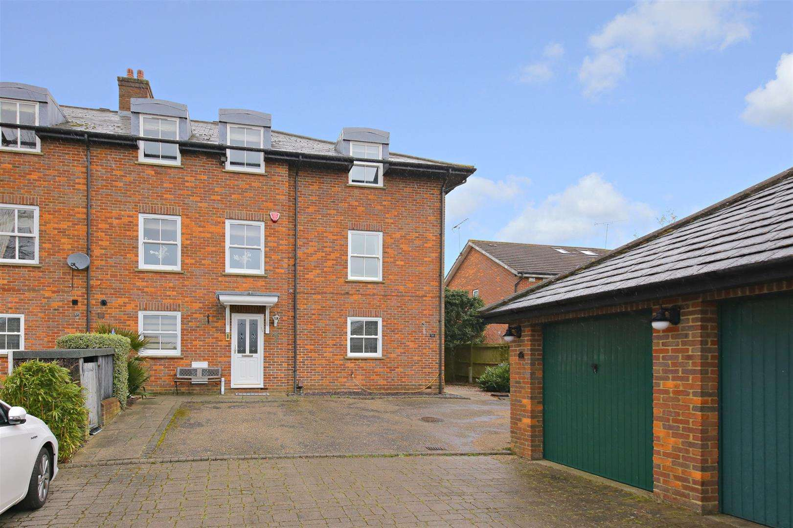 4 bed to rent in Shenley - (Property Image 14)