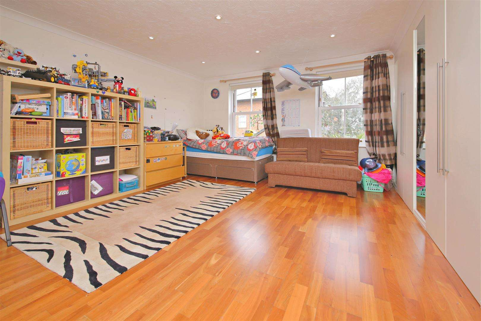 4 bed to rent in Shenley - (Property Image 5)