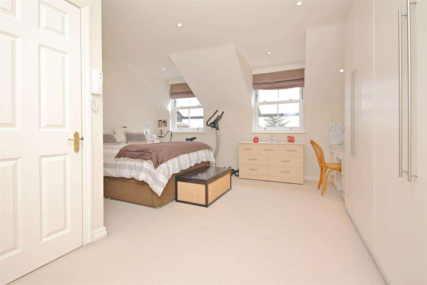 4 bed to rent in Shenley - (Property Image 7)
