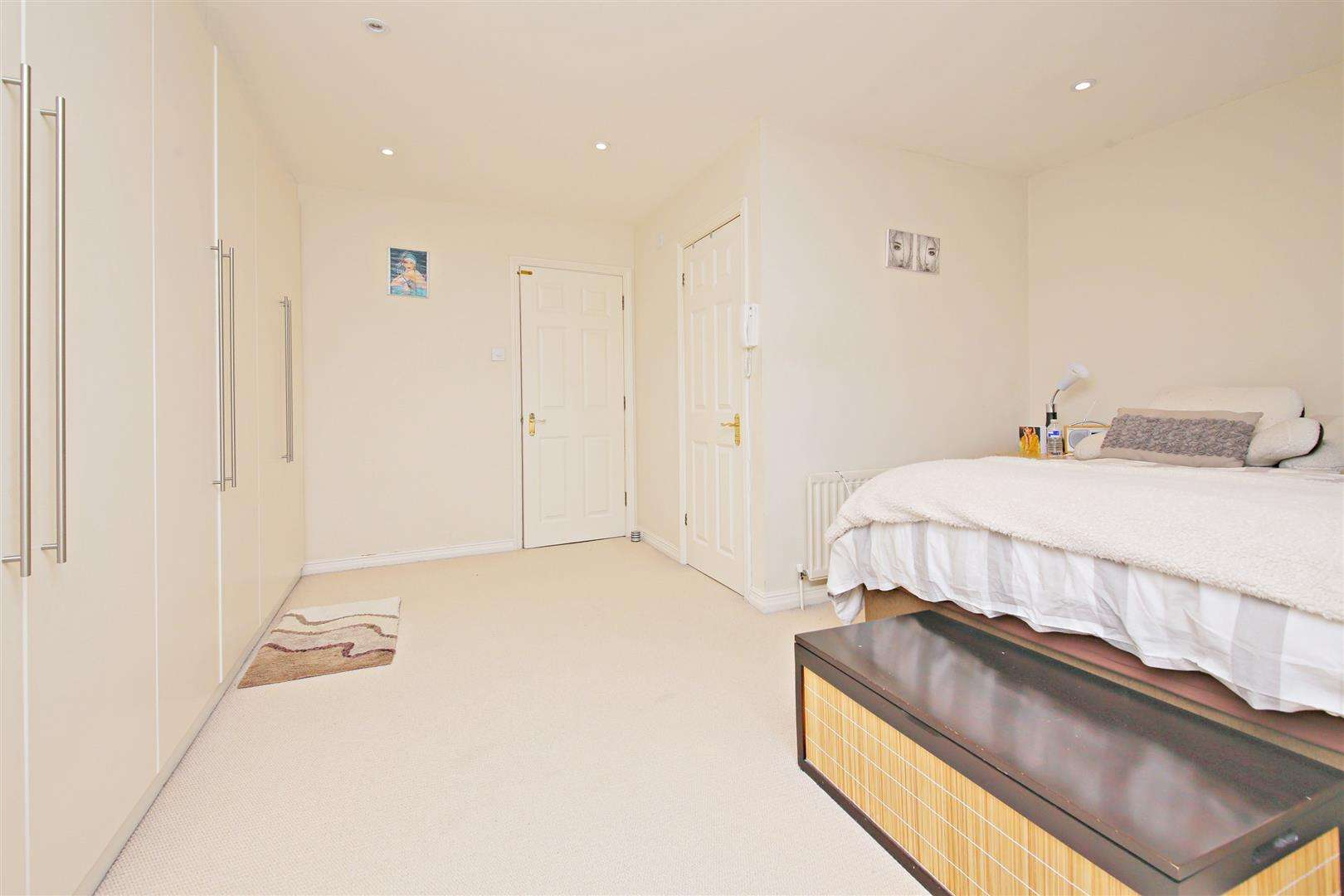 4 bed to rent in Shenley - (Property Image 8)