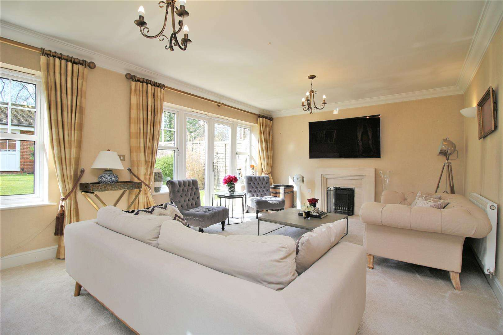 4 bed to rent in Bushey Heath - (Property Image 1)