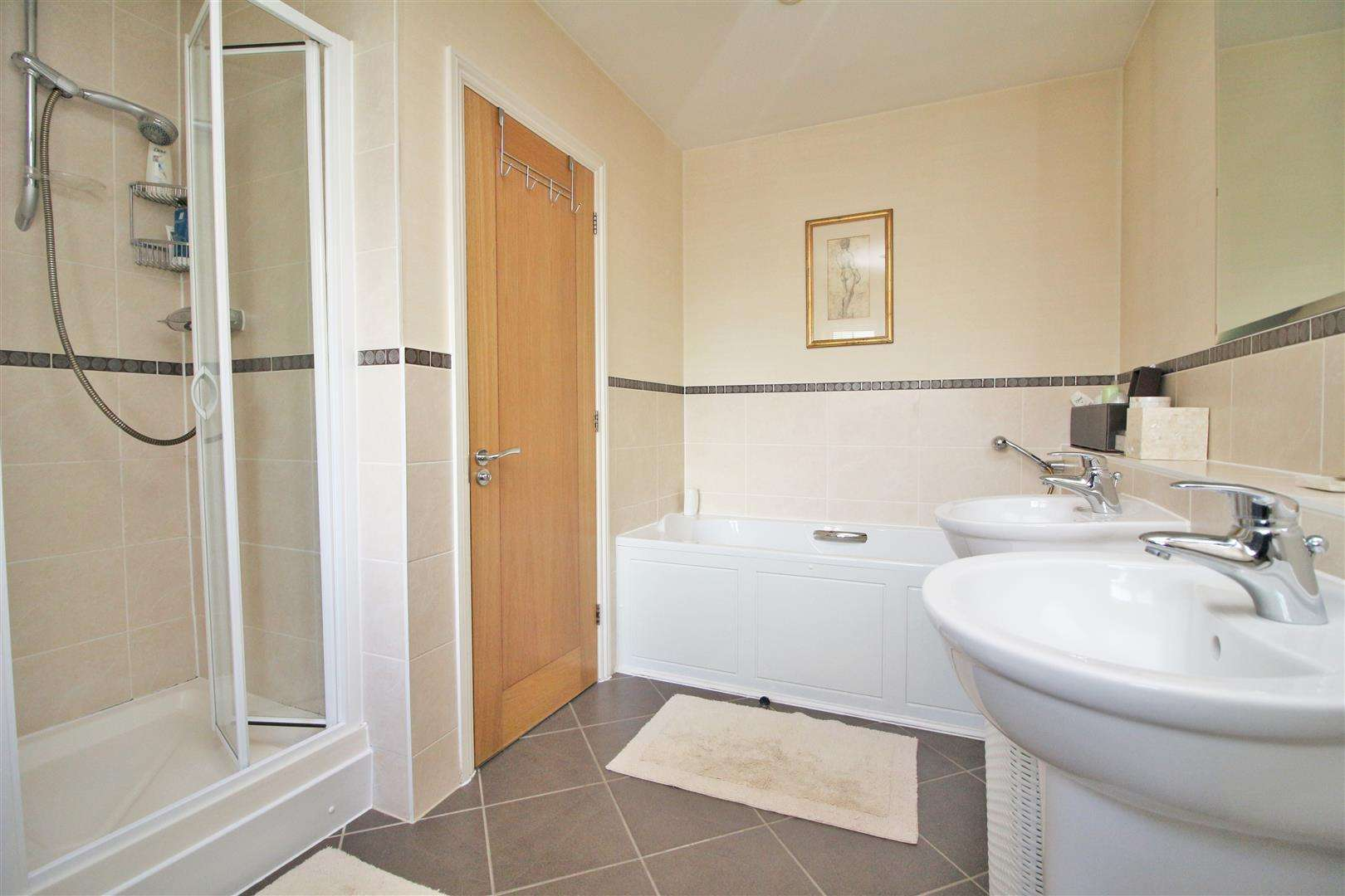 4 bed to rent in Bushey Heath - (Property Image 10)