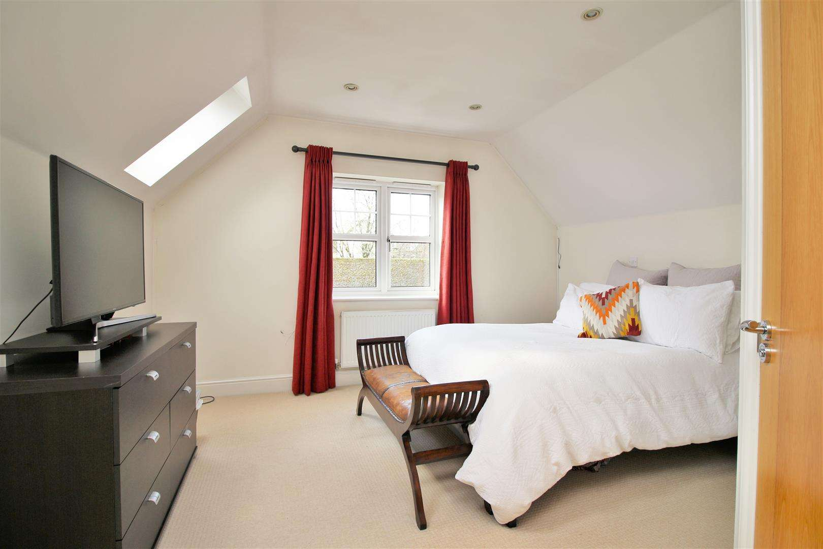 4 bed to rent in Bushey Heath - (Property Image 11)