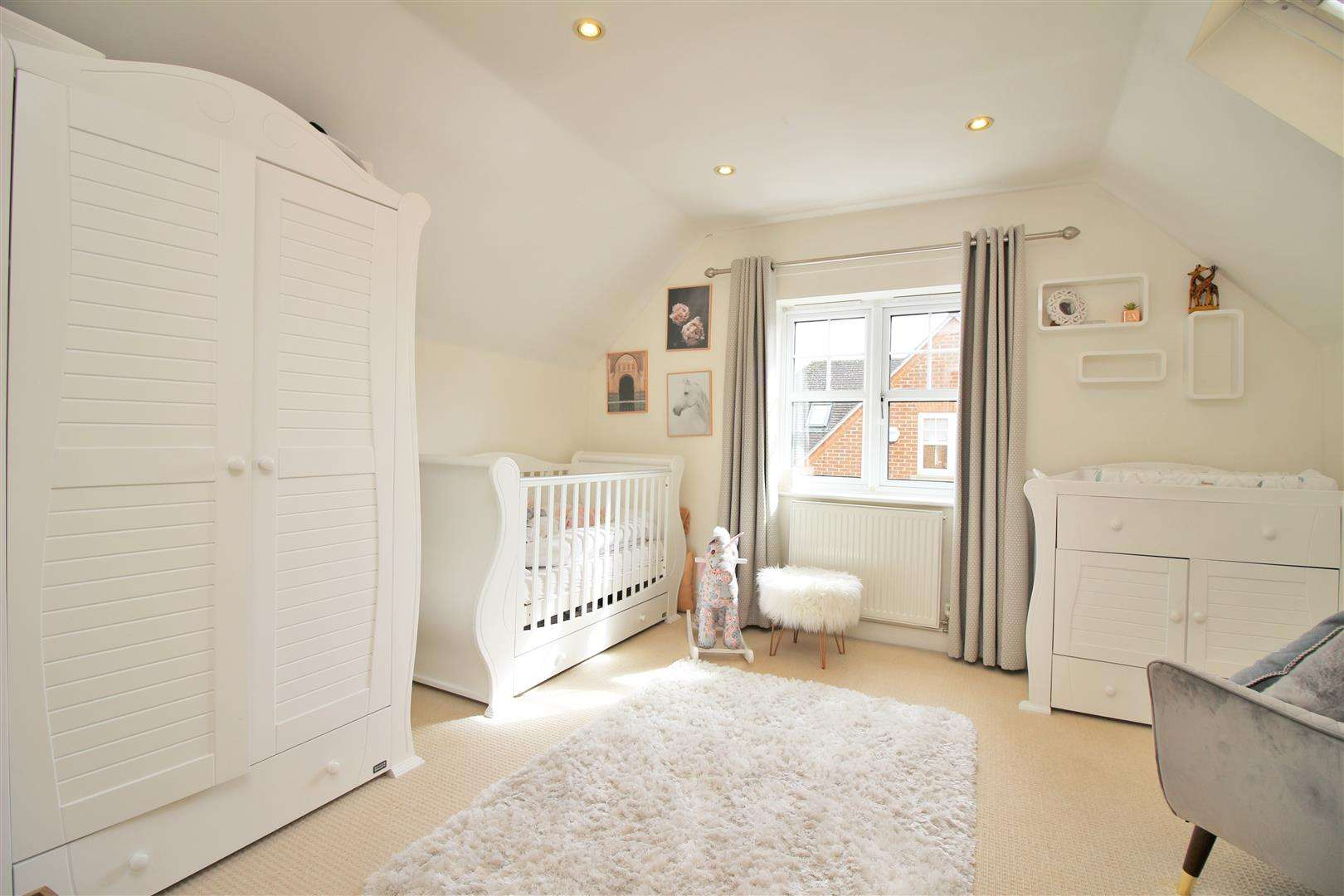 4 bed to rent in Bushey Heath - (Property Image 14)