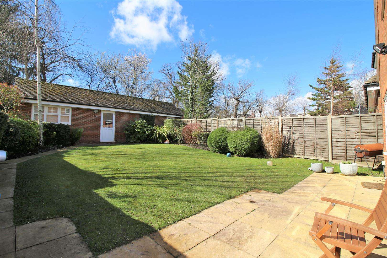 4 bed to rent in Bushey Heath - (Property Image 16)