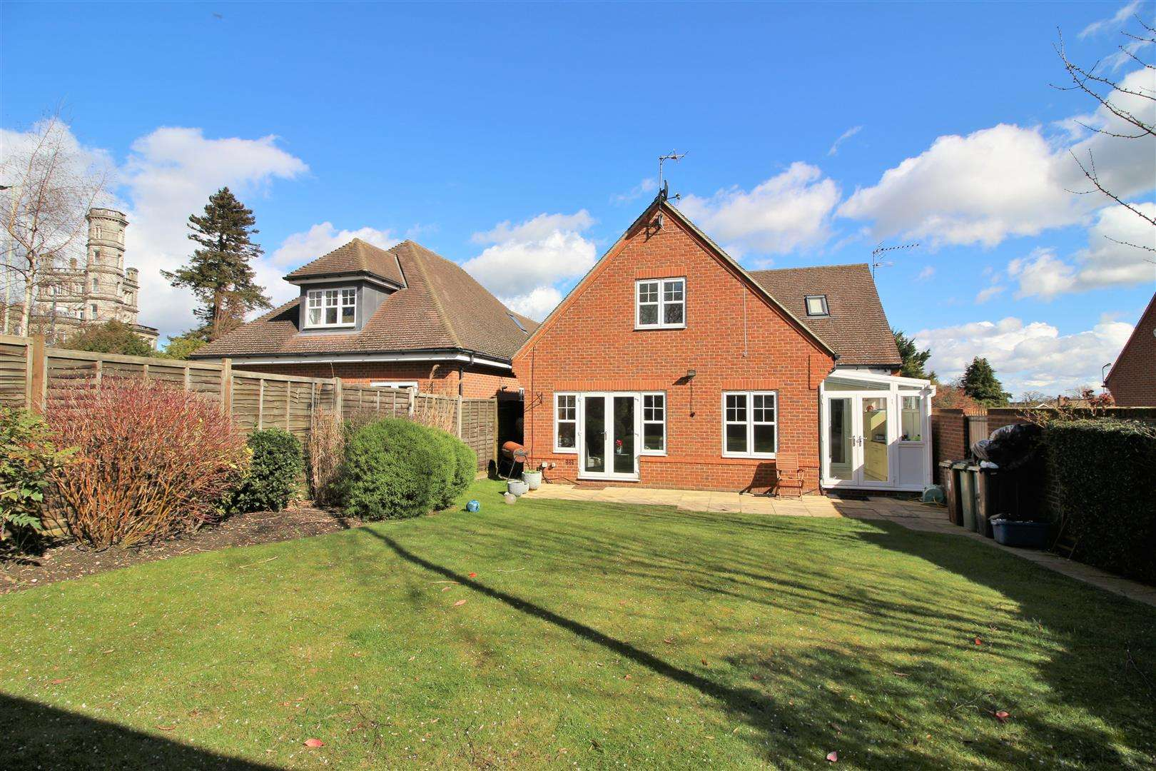 4 bed to rent in Bushey Heath - (Property Image 17)
