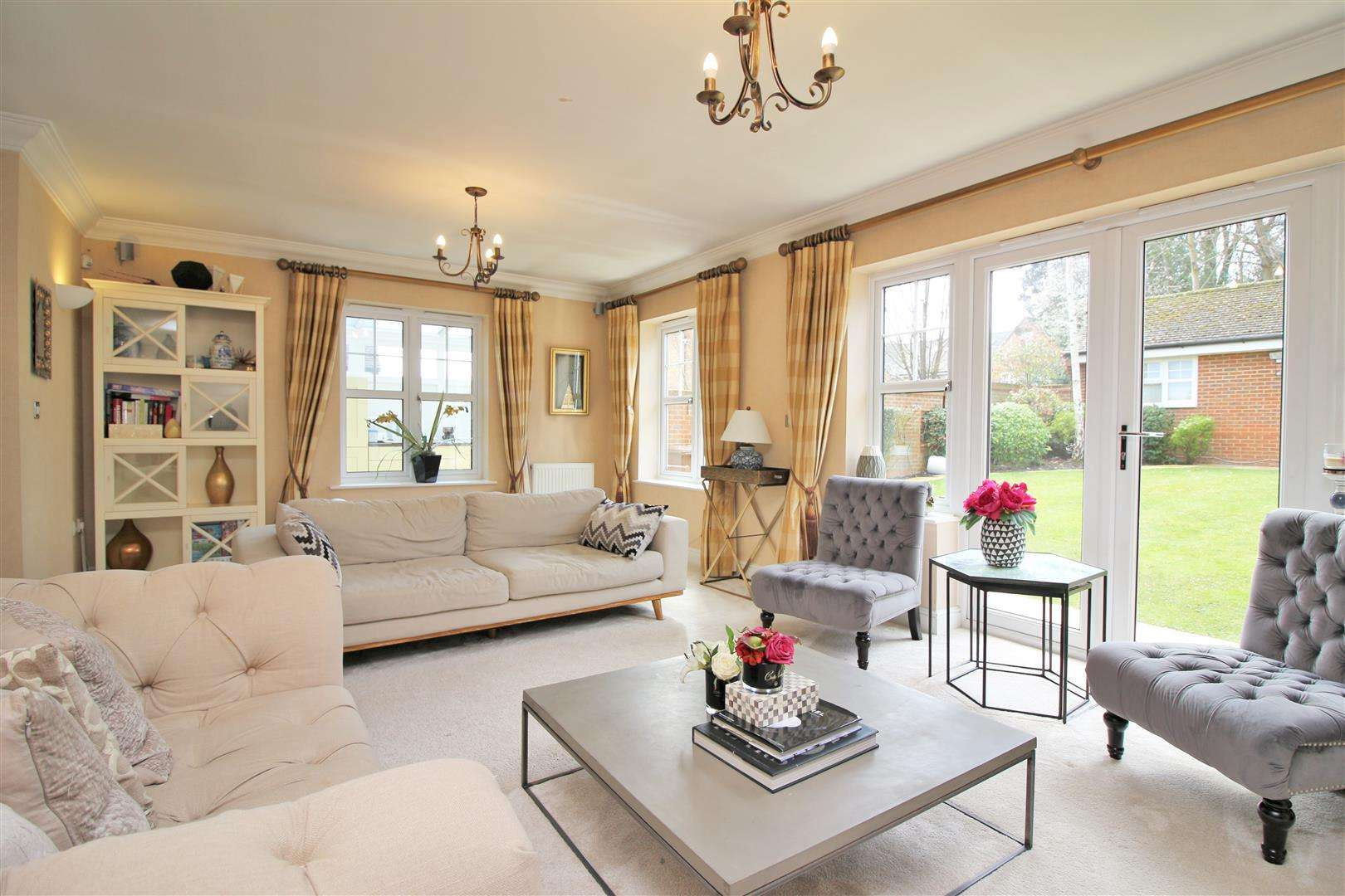 4 bed to rent in Bushey Heath - (Property Image 2)