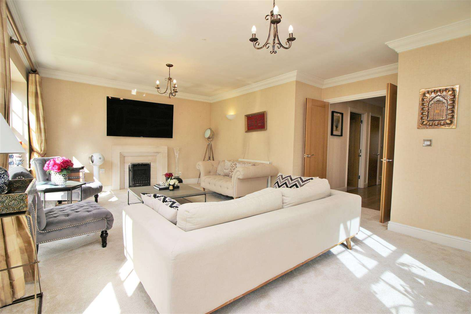 4 bed to rent in Bushey Heath - (Property Image 3)