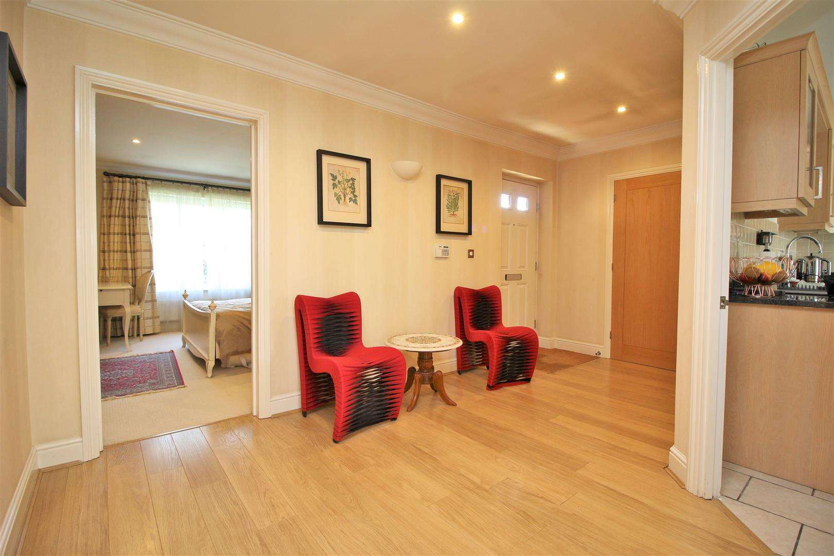 4 bed to rent in Bushey Heath - (Property Image 6)