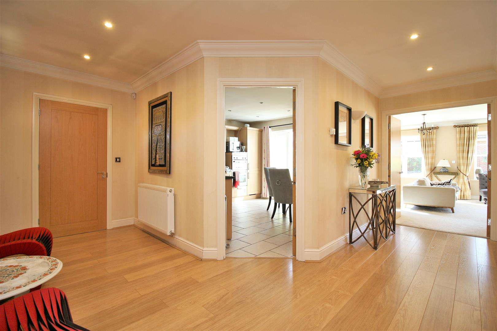 4 bed to rent in Bushey Heath - (Property Image 7)