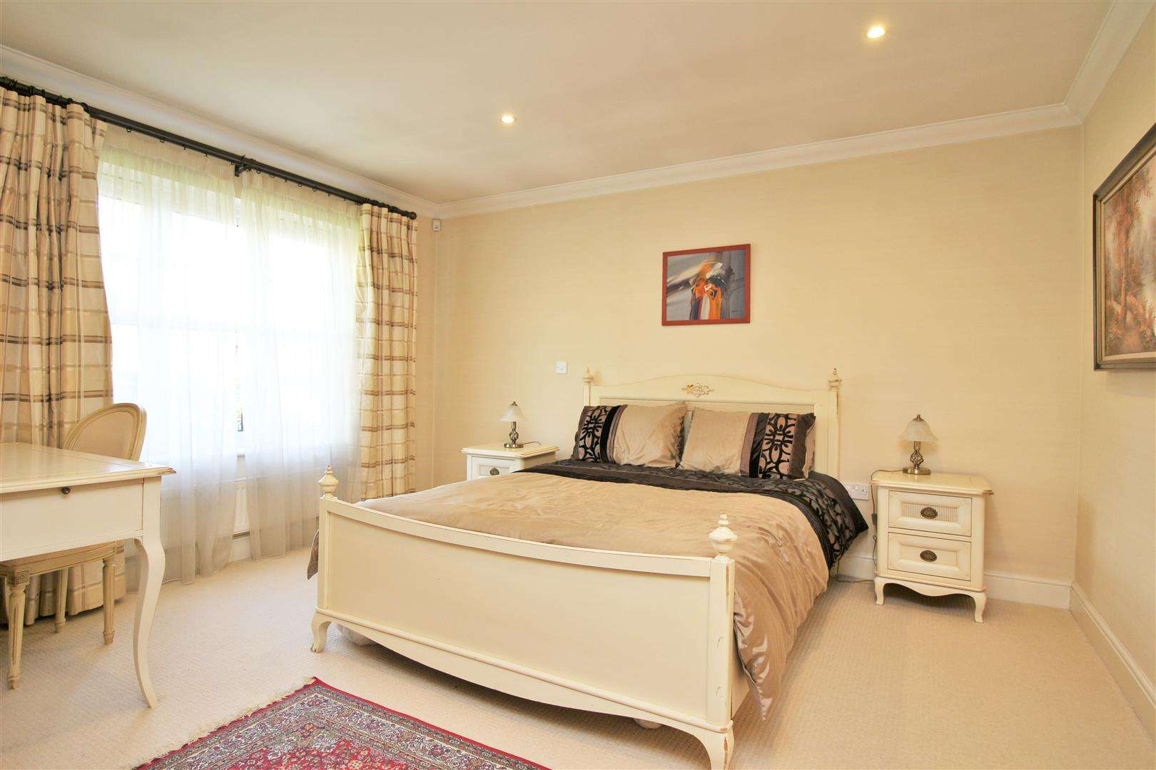 4 bed to rent in Bushey Heath - (Property Image 8)