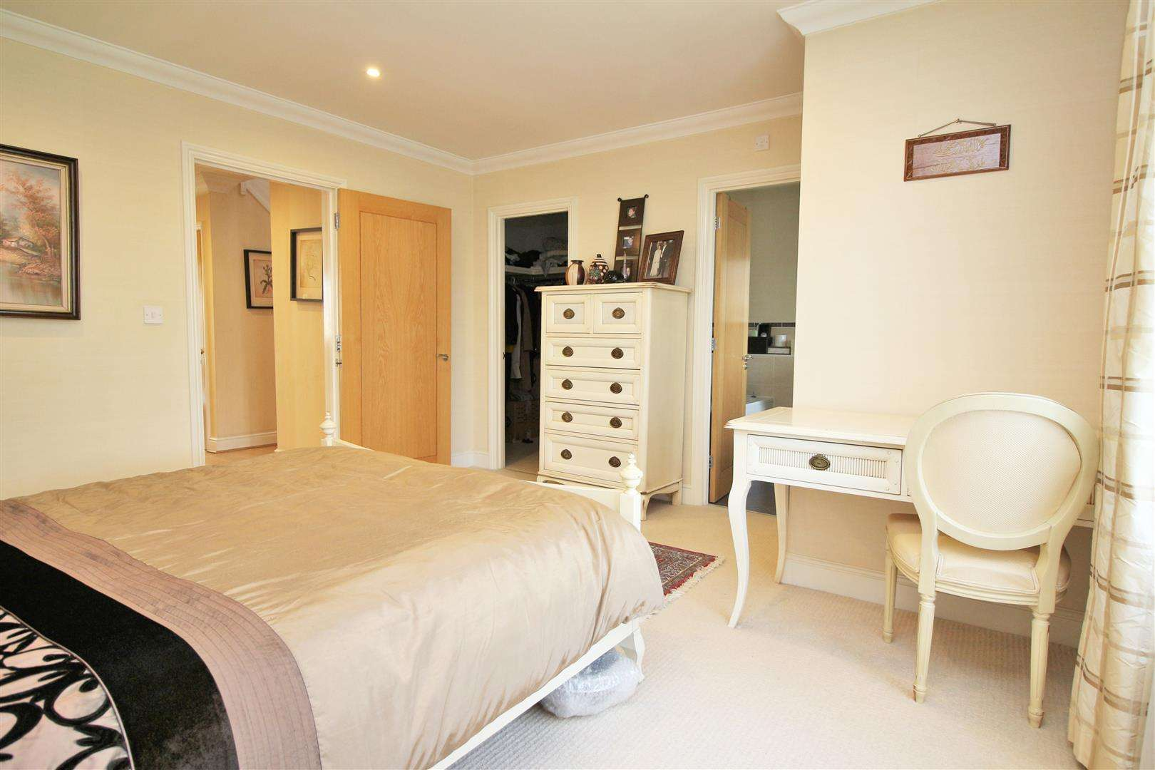 4 bed to rent in Bushey Heath - (Property Image 9)