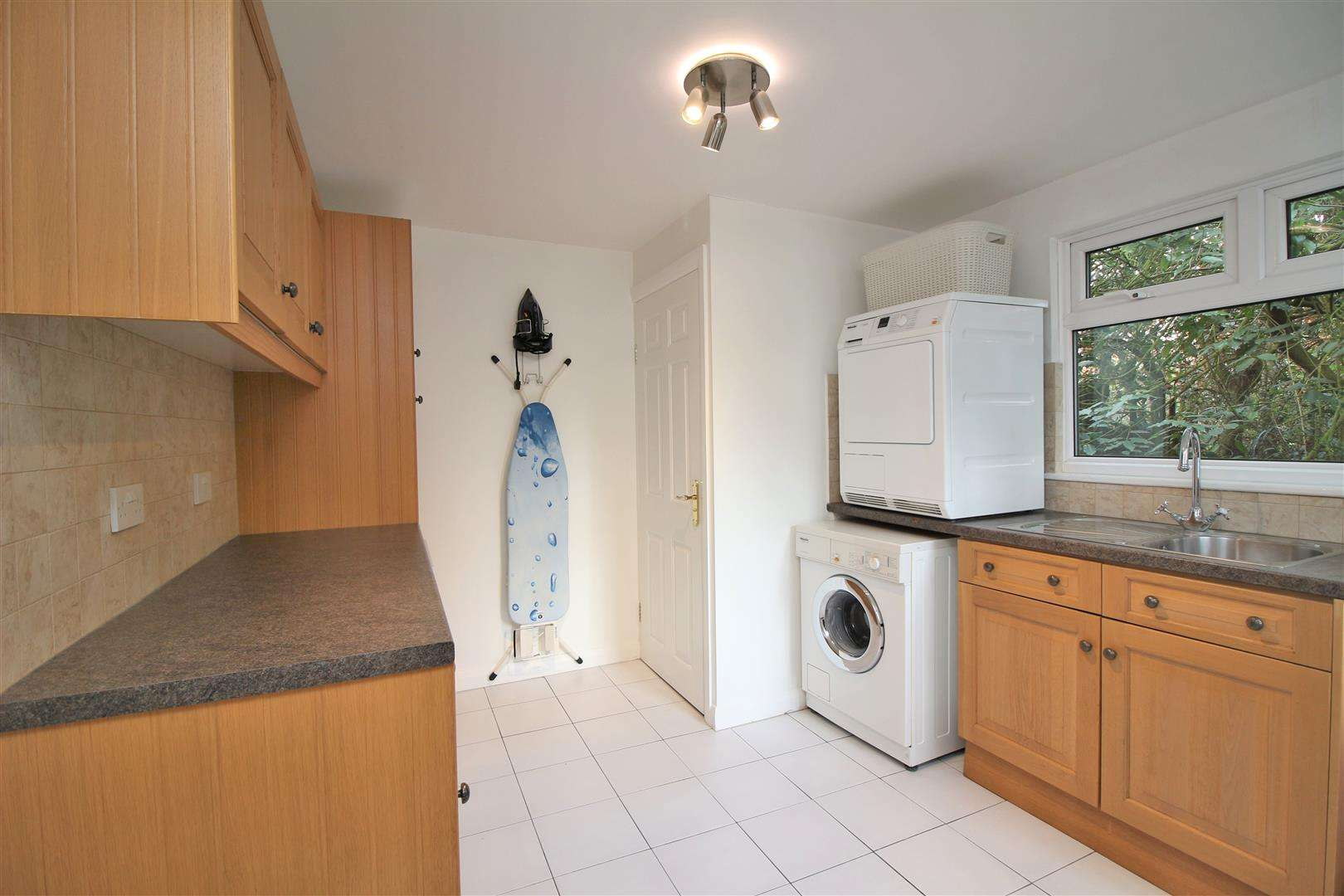 5 bed for sale - (Property Image 5)