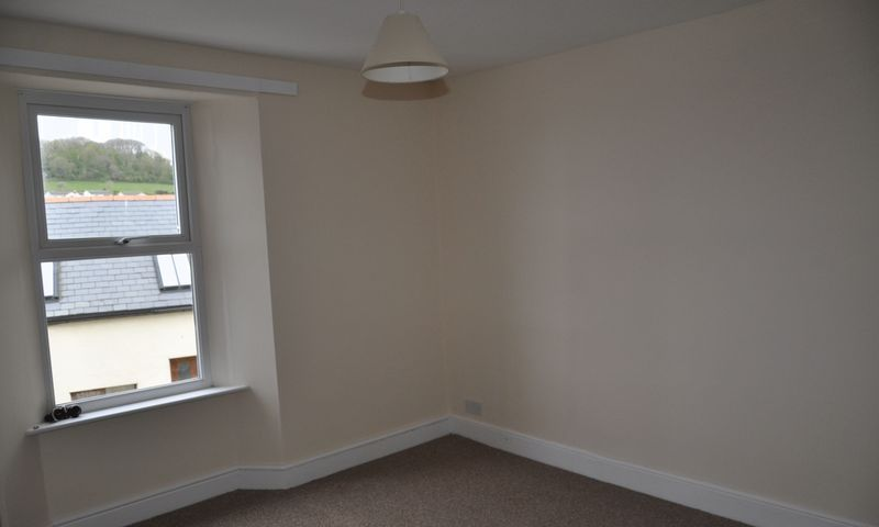 3 bed House to rent on Abbotts Hill - Photo 13 (Property Image 8)