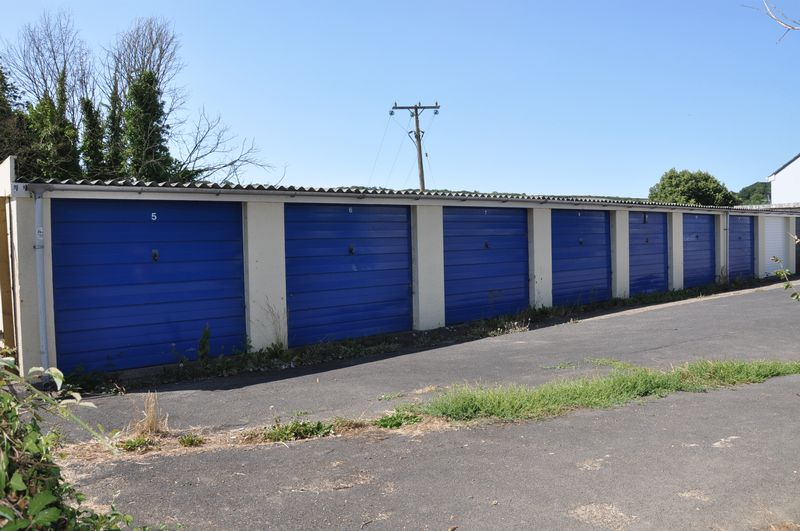 To rent on Sandford Gardens - Photo 4 (Property Image 3)