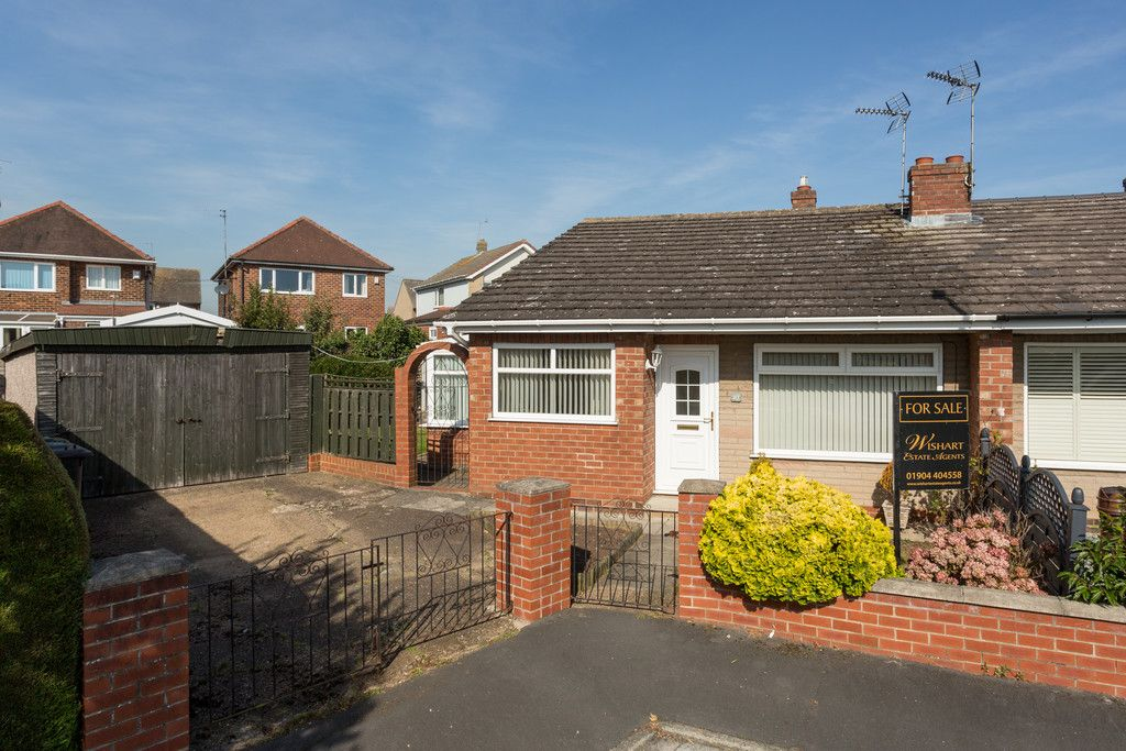 2 bed bungalow for sale in Hillcrest, Tadcaster - Property Image 1
