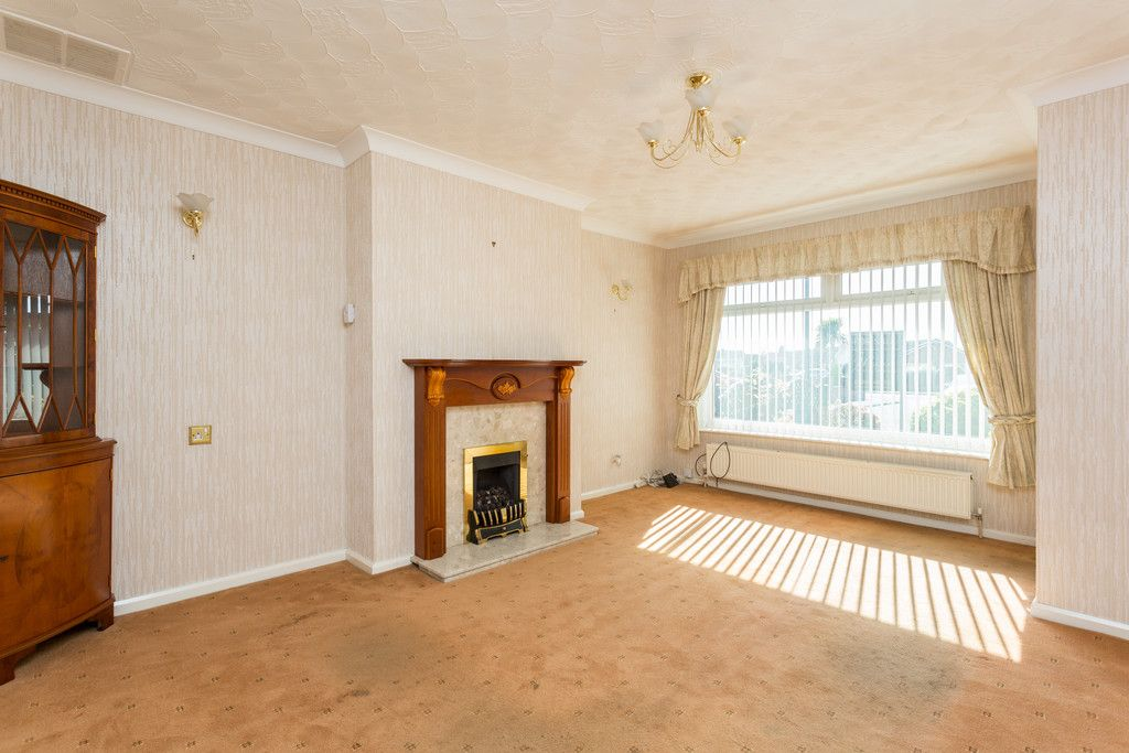 2 bed bungalow for sale in Hillcrest, Tadcaster  - Property Image 2