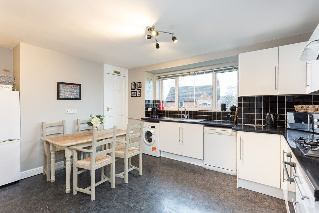 3 bed flat for sale in Queens Gardens, Tadcaster 5