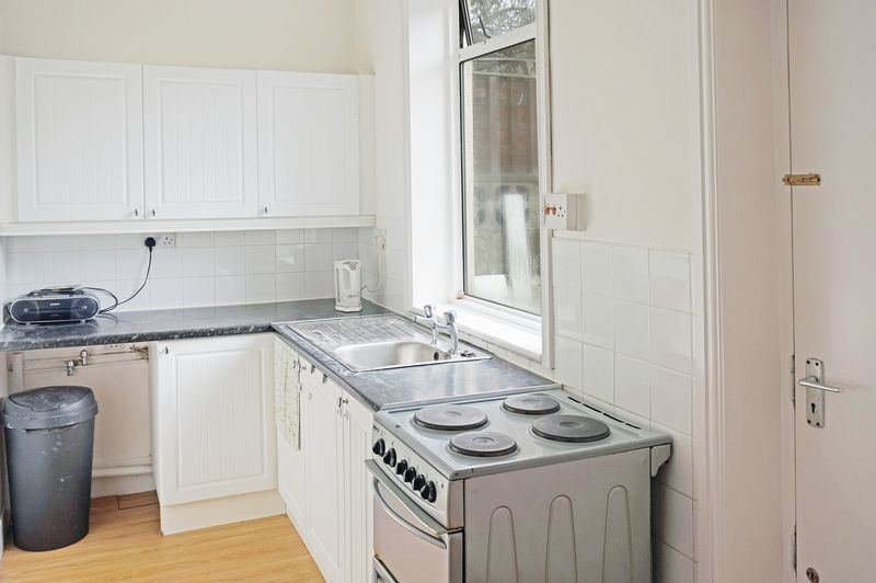 2 bed house to rent in Broadway  - Property Image 3