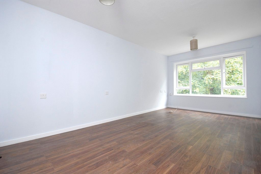 1 bed flat to rent in Ravensbourne Avenue, Bromley 3