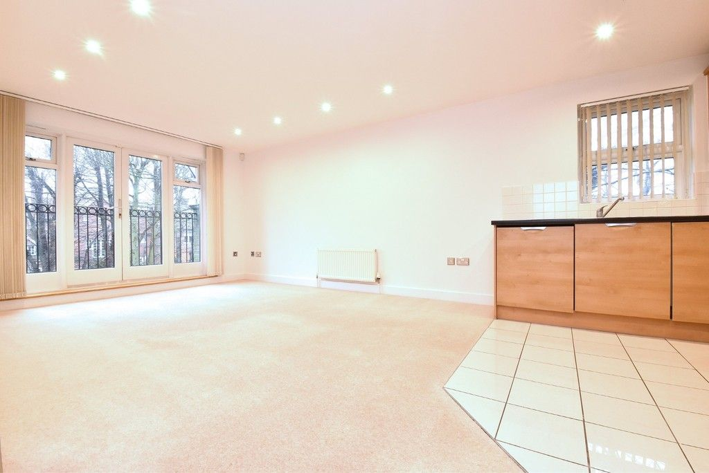 2 bed flat to rent in Lansdowne Road  - Property Image 3