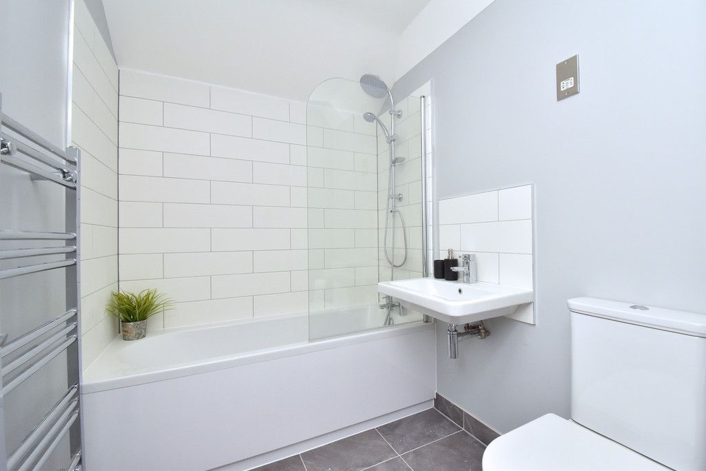 2 bed flat for sale in Hammelton Road, Bromley 8