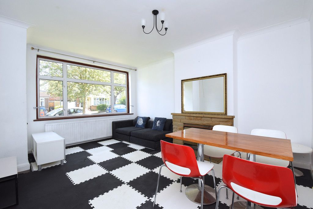 3 bed house to rent in Braemar Gardens  - Property Image 2