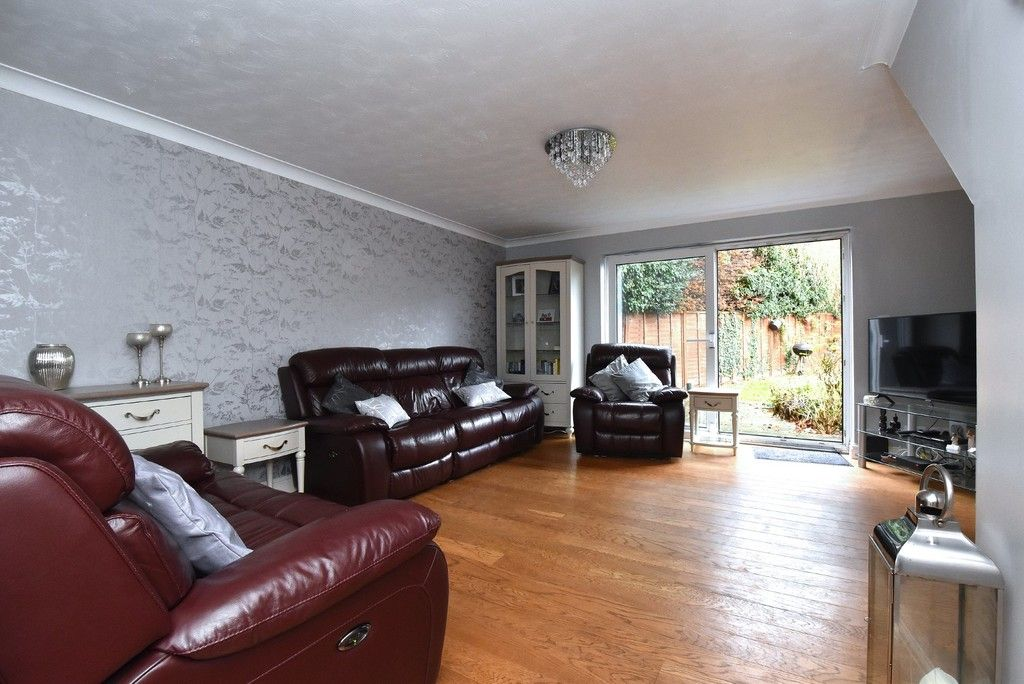 4 bed house for sale in Paddock Close, Farnborough  - Property Image 3