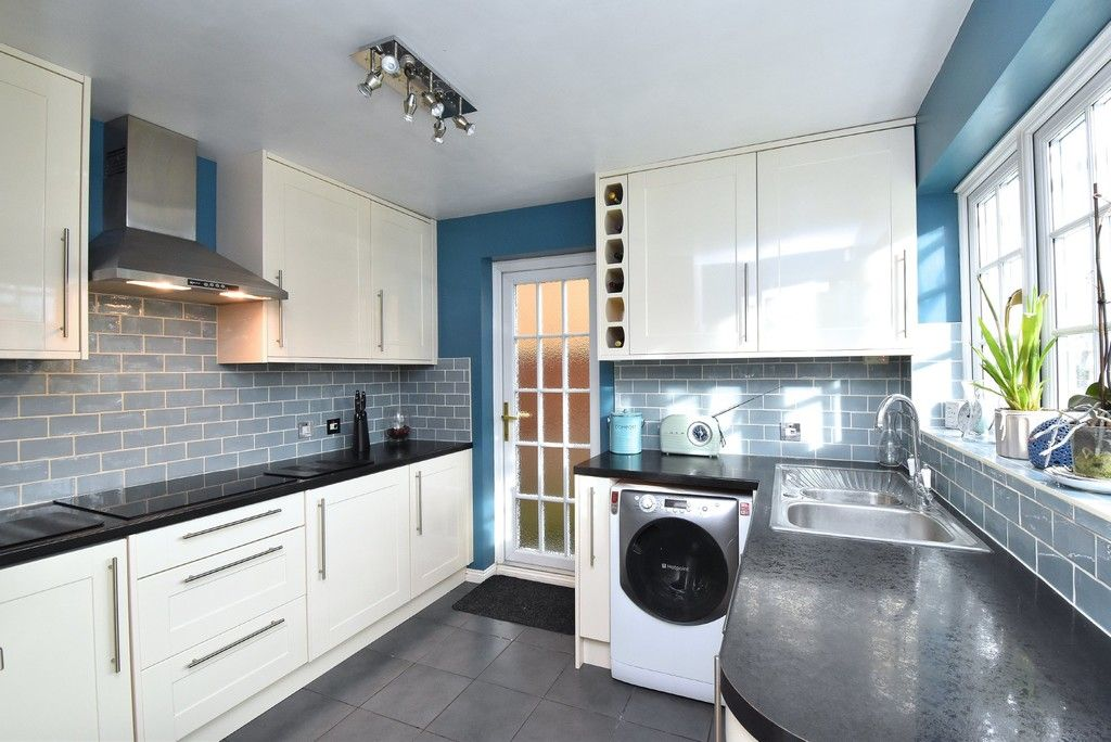 4 bed house for sale in Paddock Close, Farnborough 6
