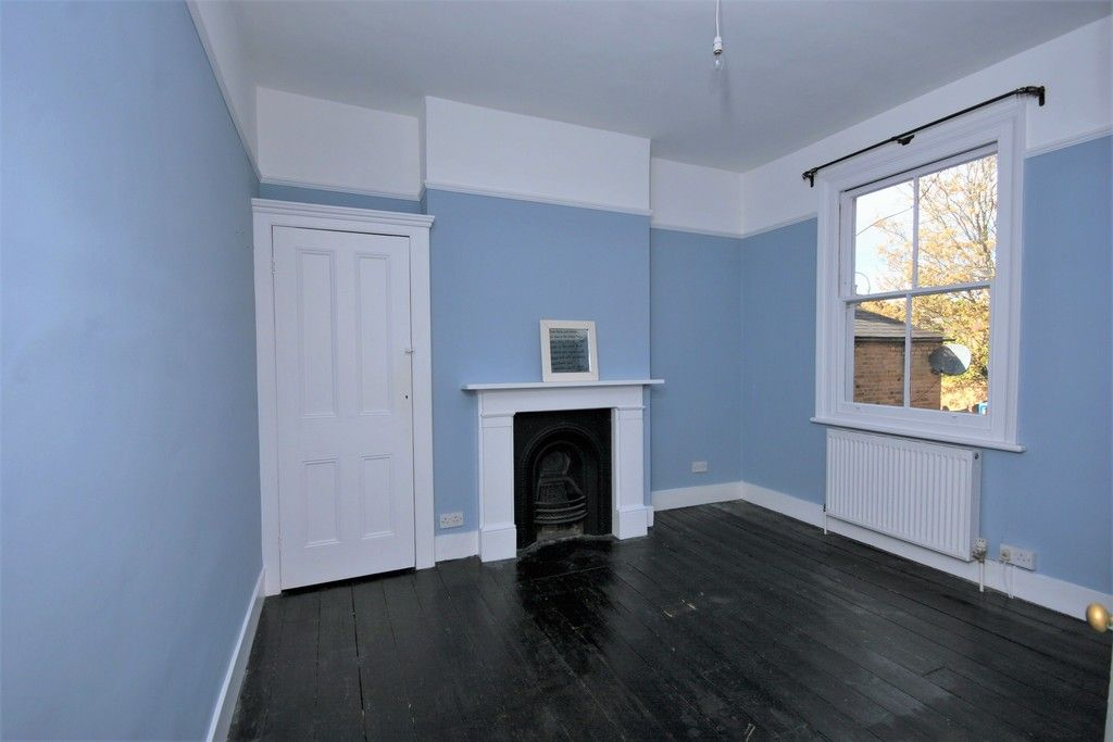 4 bed House to rent on Lampmead Road, London - Property Image 4