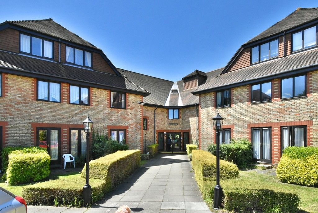1 bed Flat for sale on Deer Park Way, West Wickham