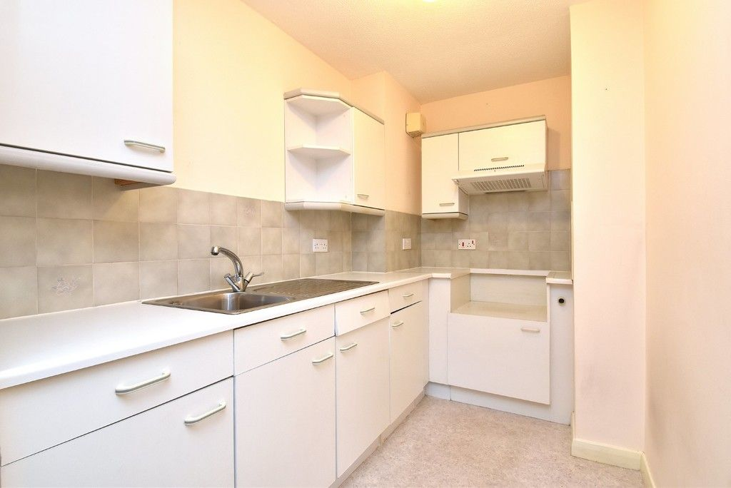 1 bed flat for sale in Deer Park Way, West Wickham  - Property Image 8