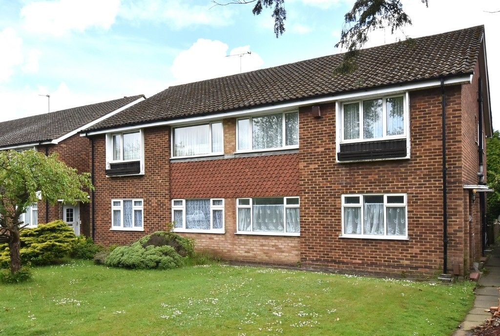 2 bed flat for sale in Farnborough Common, Locksbottom, BR6