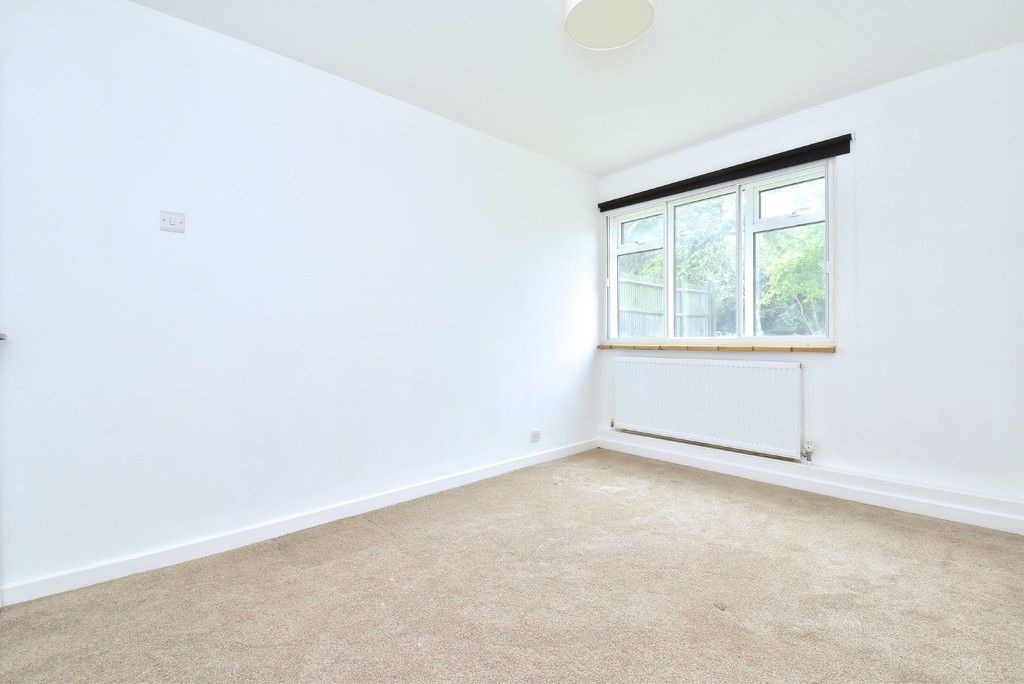 2 bed flat for sale in Farnborough Common, Locksbottom 5