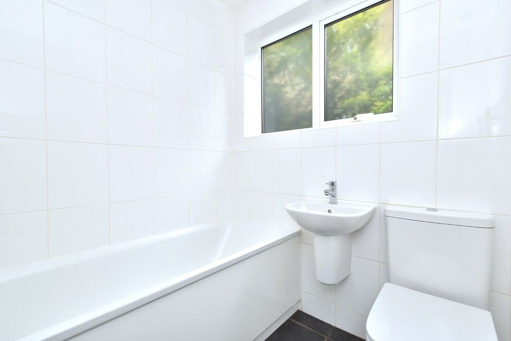 2 bed flat for sale in Farnborough Common, Locksbottom 8