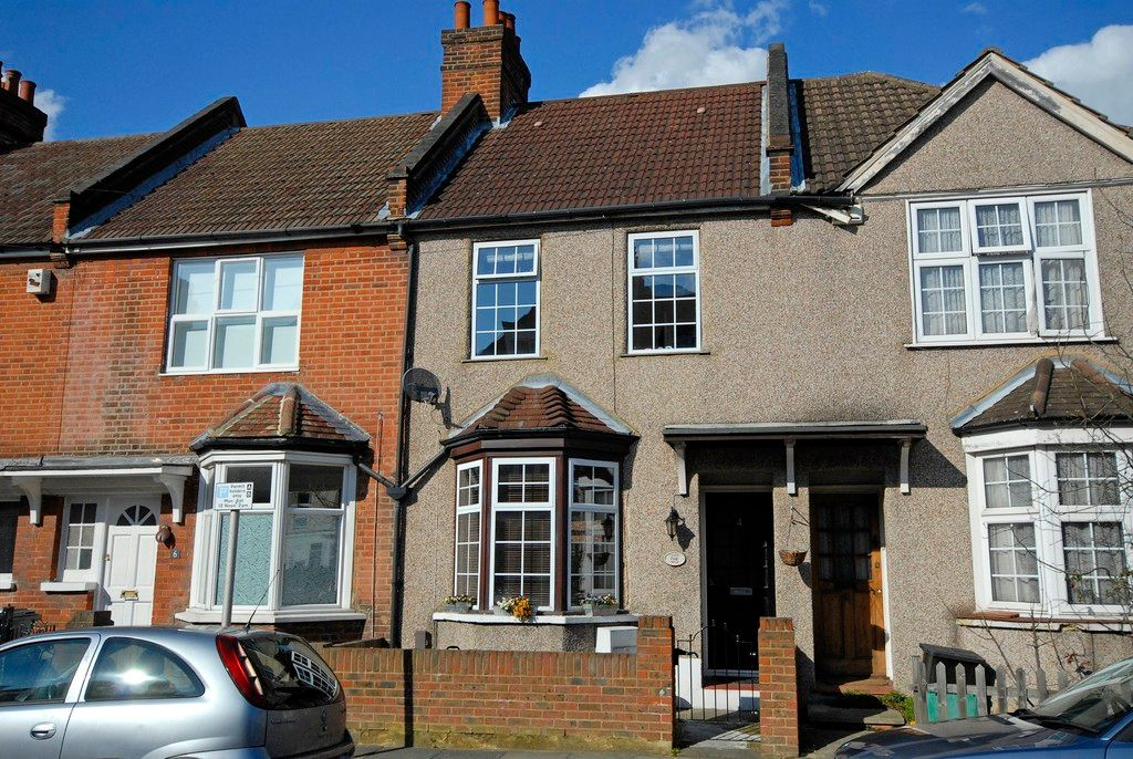 2 bed house for sale in Morgan Road, Bromley - Property Image 1