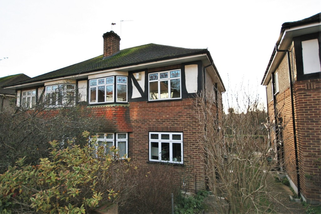 2 bed flat for sale in Mill Vale, Bromley, BR2