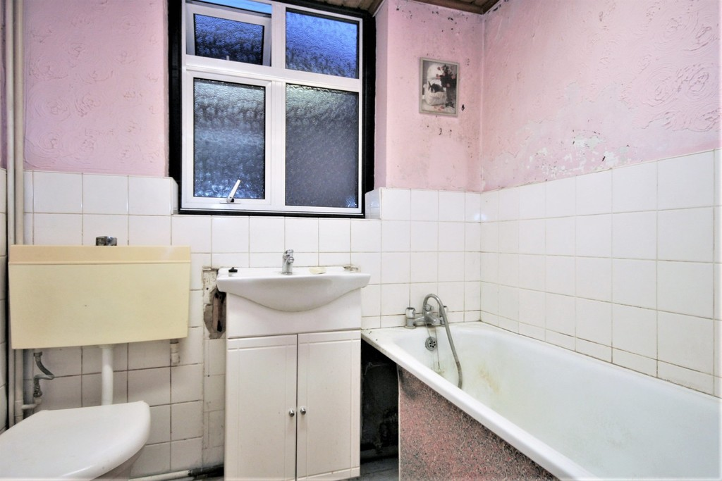 2 bed Flat for sale on Mill Vale, Bromley - Property Image 2