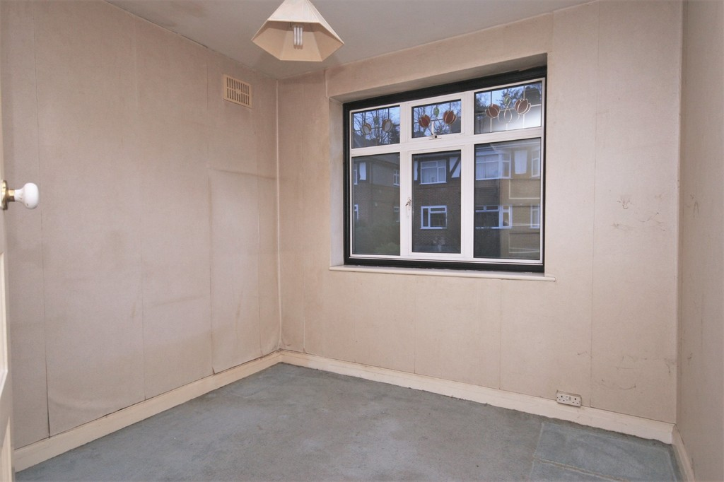 2 bed Flat for sale on Mill Vale, Bromley - Property Image 3