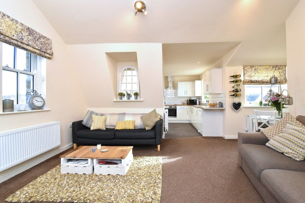 2 bed flat for sale in High Street 3