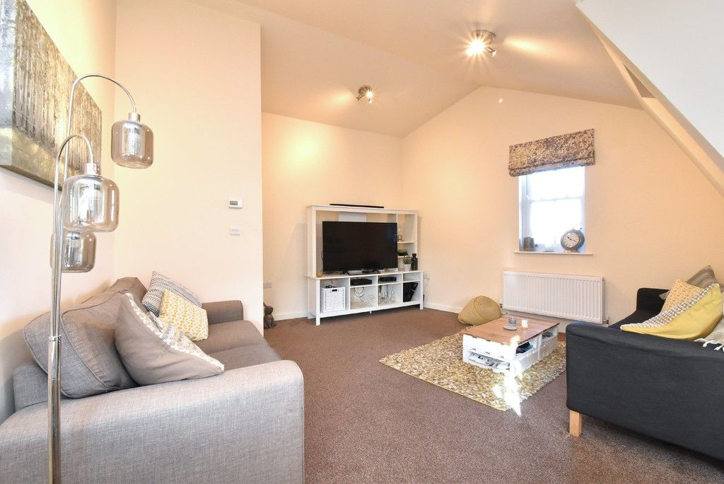 2 bed flat for sale in High Street 4