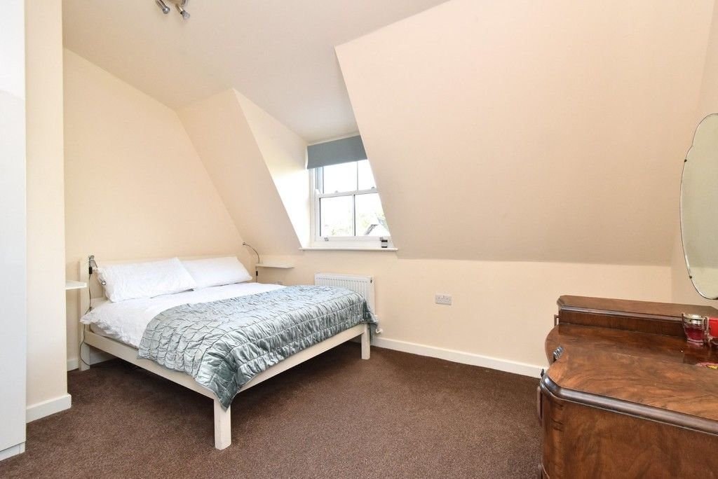 2 bed flat for sale in High Street 9