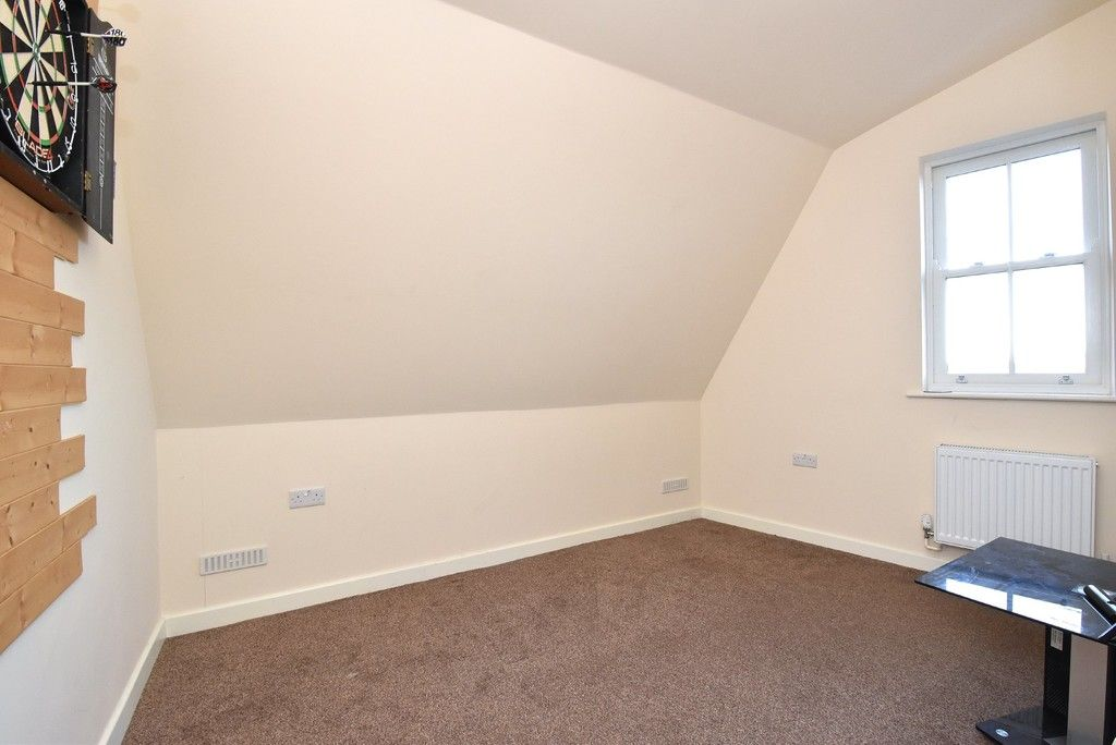 2 bed flat for sale in High Street 10