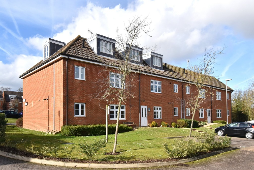 2 bed flat for sale in Turner Avenue, Biggin Hill, Westerham, TN16