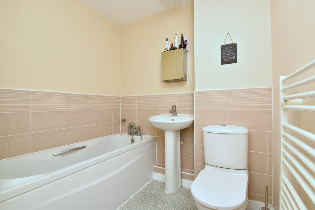2 bed Flat for sale on Turner Avenue, Biggin Hill, Westerham - Property Image 9
