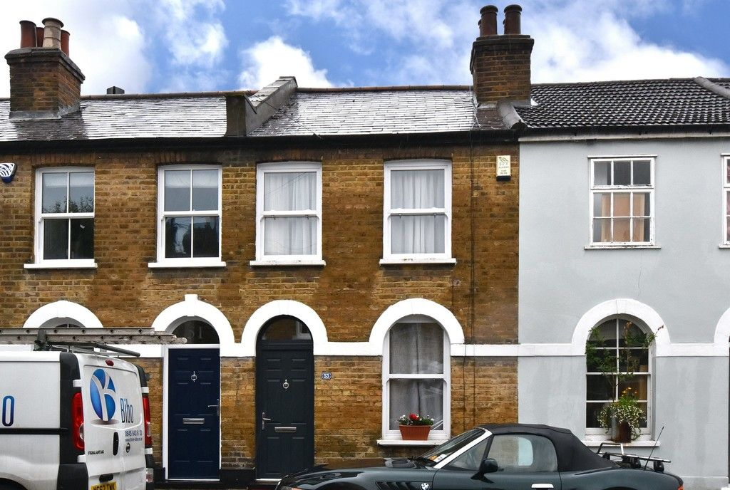 2 bed house for sale in Mooreland Road, Bromley 1