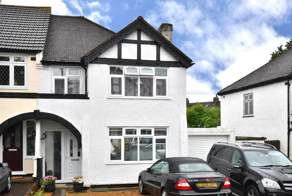 3 bed House for sale on Ruskin Walk, Bromley
