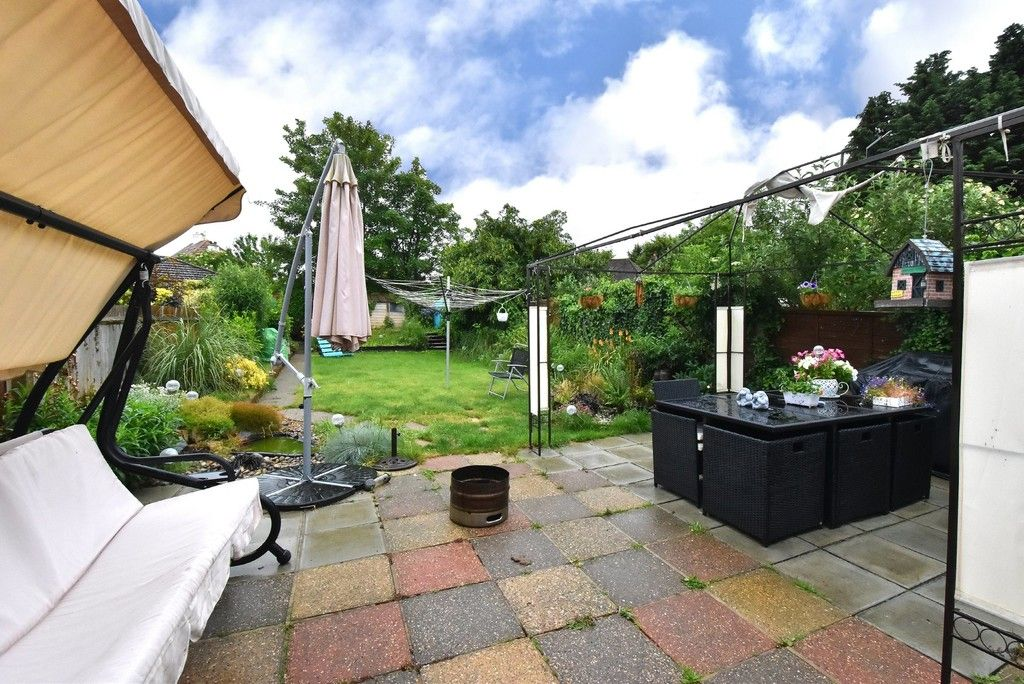 3 bed house for sale in Ruskin Walk, Bromley 9