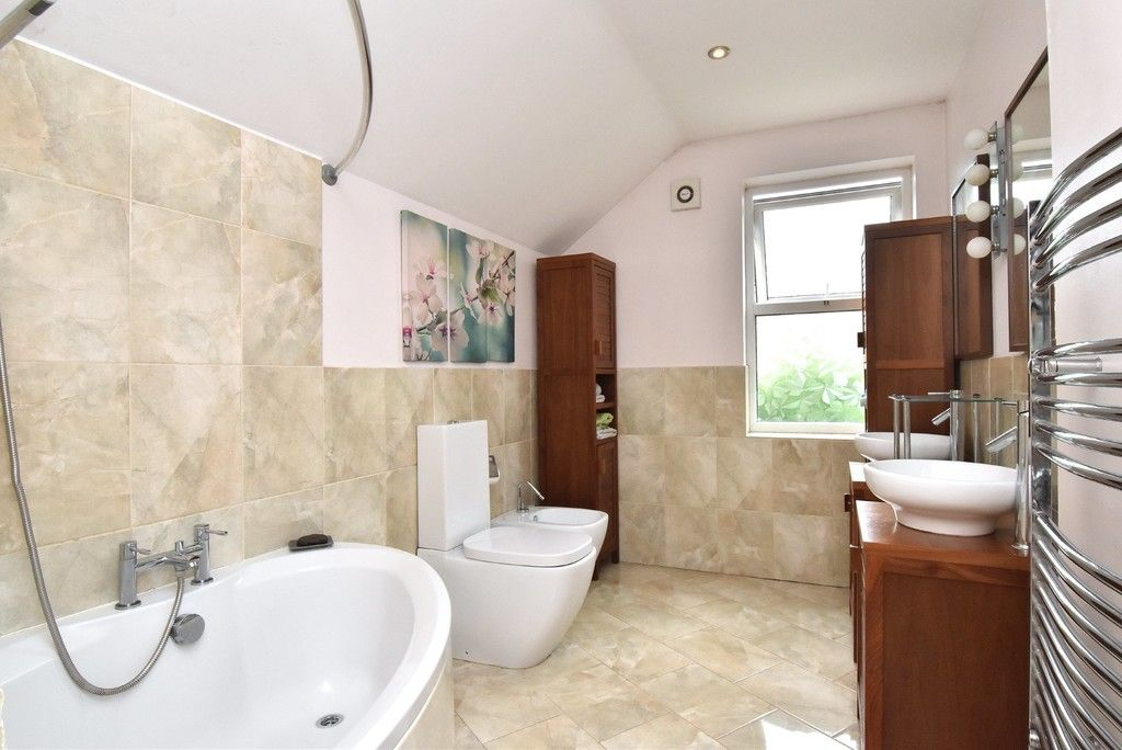 3 bed house for sale in Beckenham Lane, Bromley 8